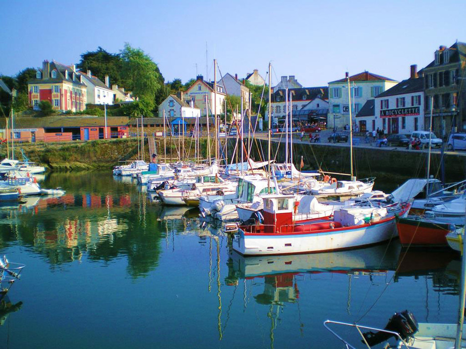 a photo of boats in bretagne