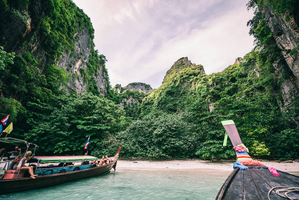 Boats arriving on the coast of the Phi Phi Islands